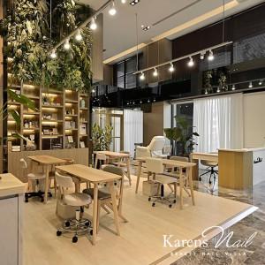 【指甲沙龍空間設計】像書店一樣的美甲店。凱綸Karen's指甲莊園。